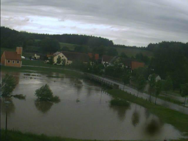 Bechhofen bei Neuendettelsau 2.6.2013 um 12:28 Uhr Dunkler Himmel und hohes Wasser