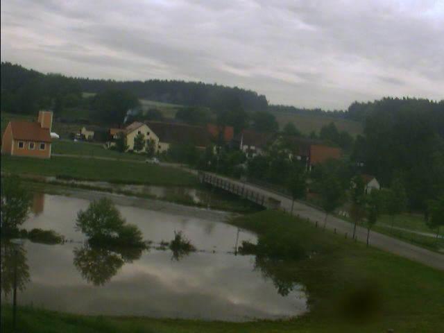 Bechhofen bei Neuendettelsau 4.6.2013 um 7:32 Uhr noch einiges an Wasser vorhanden